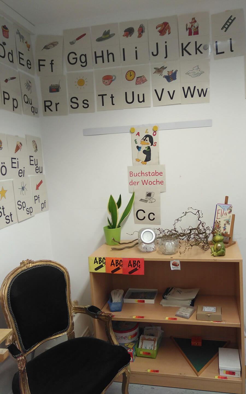 Bild: Fertiges Regal einer ersten Klasse zum Freien Schreiben